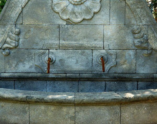 Fontana Conchiglione con pennacchio• Petrantica