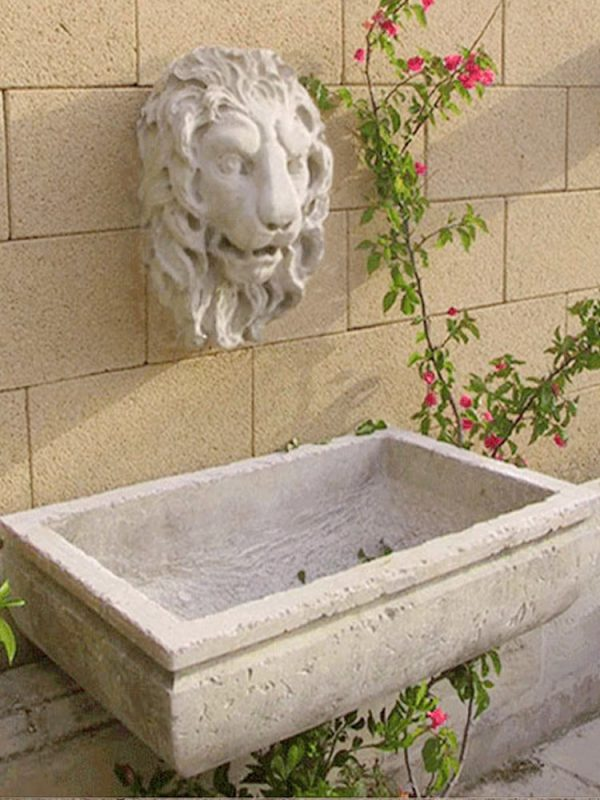 Melissano fontana a parete scolpita a mano in pietra leccese