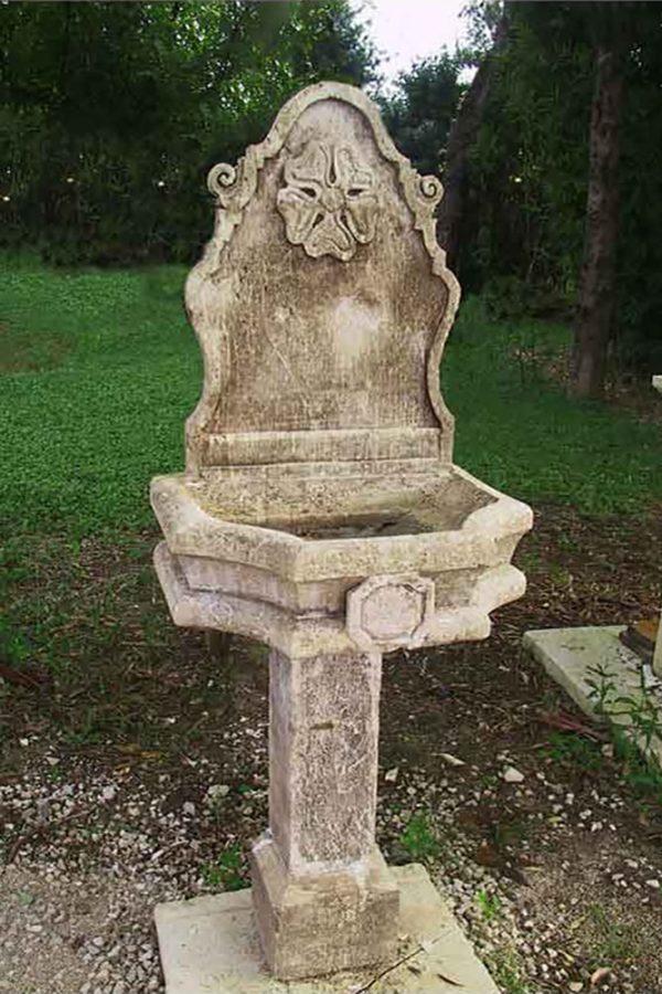 Noha fontana a parete in pietra scolpita a mano