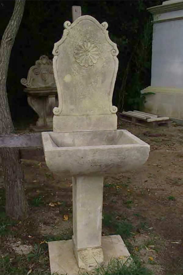 Rosella fontana a parete in pietra scolpita a mano
