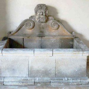 Morigino fontana a parete in pietra leccese scolpita a mano