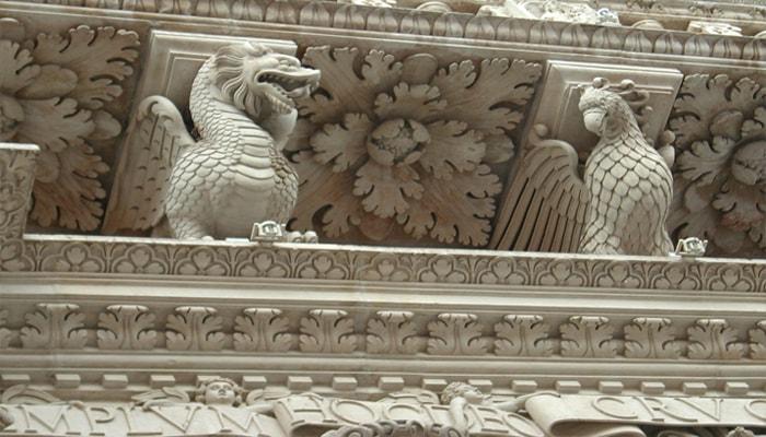 Particolare della facciata della Chiesa S. Croce a Lecce